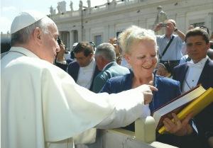 La sua ultima fatica editoriale è stata donata al Pontefice in San Pietro, il 18 settembre 2013, da Nella Bergoglio, cugina del Santo Padre.